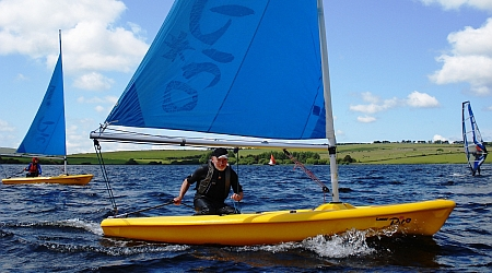 Watersports at Siblyback Lake, near Liggars Farm caravanning and campsite, St Keyne, Liskeard , Cornwall